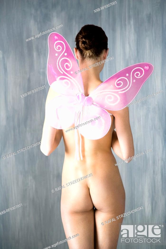 Imagen: nude woman with butterfly wings.