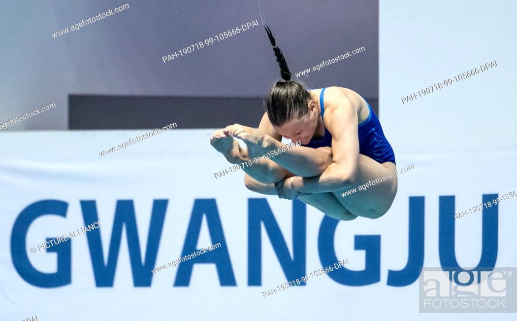 Stock Photo: 18 July 2019, South Korea, Gwangju: Swimming World Championship: Water Jumping. Three-meter board semifinal women. Tina Punzel from Germany in action.