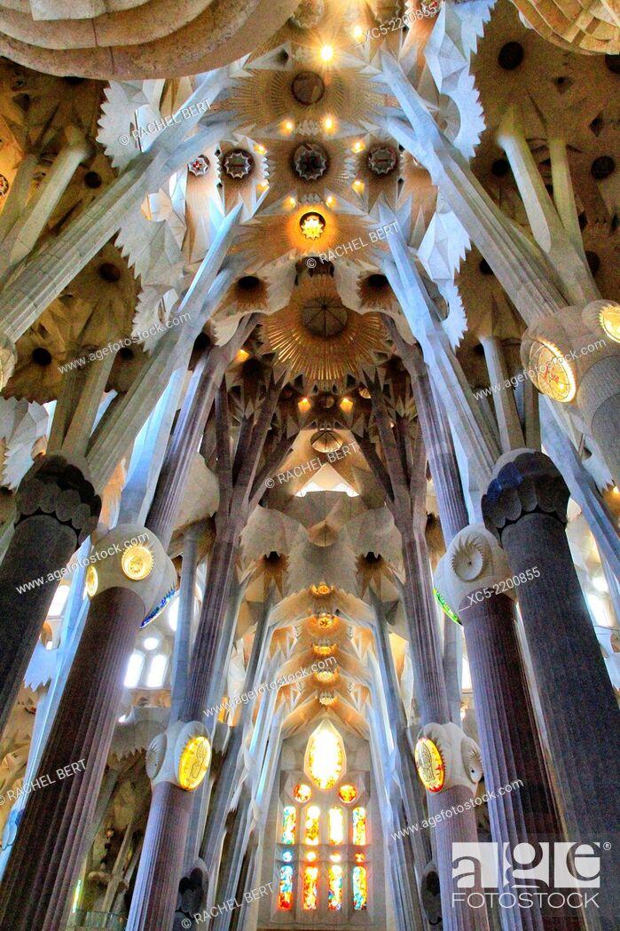 Imagen: Sagrada Familia by architect Antoni Gaudi in Barcelona, Catalonia.