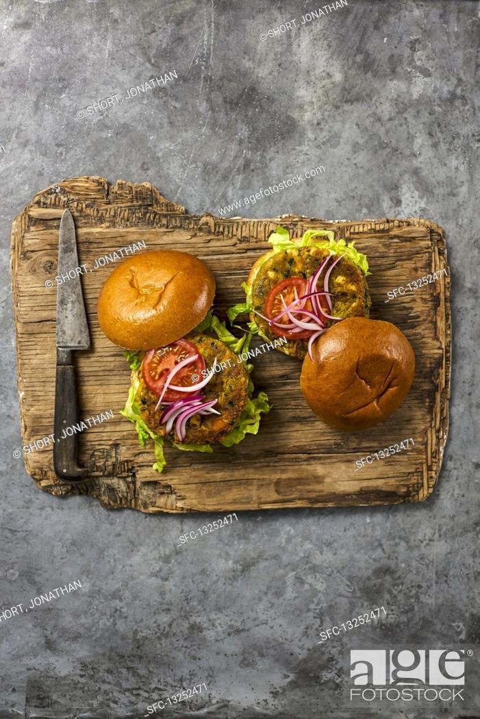 Imagen: Carrot and Halloumi Burger.
