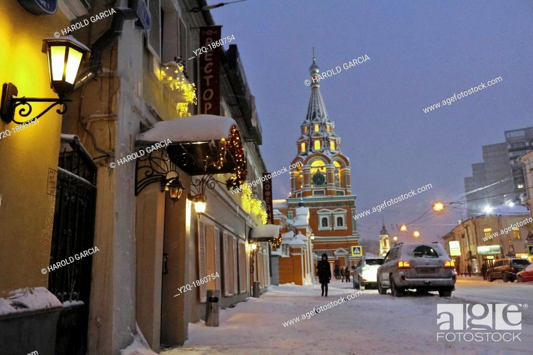 Imagen: Russia, Moscow, Church of Saint Gregory of Neocaesarea at dusk.