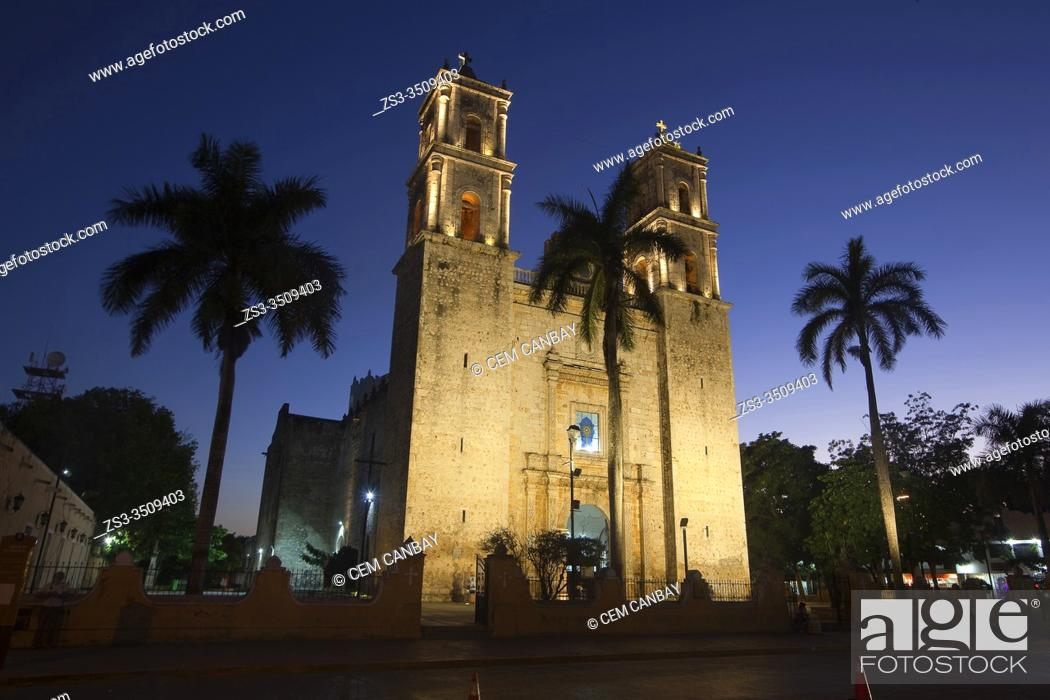 Stock Photo: View to the San Gervasio Cathedral by night, Valladolid, Yucatan Province, Mexico, Central America.