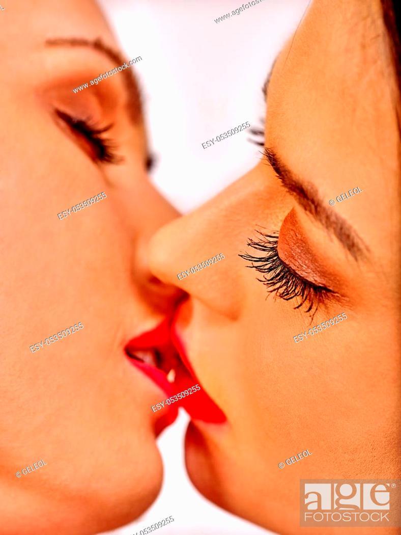 Hot kissing lesbian Actresses Who