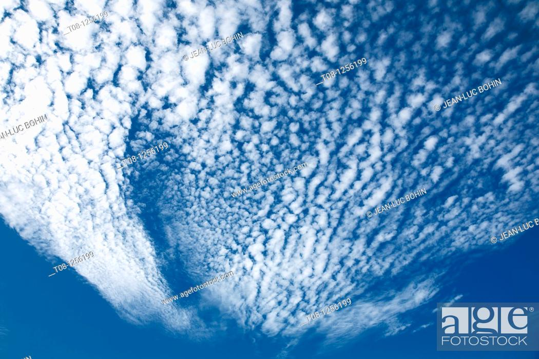 Stock Photo: France, 85: cloudy sky.