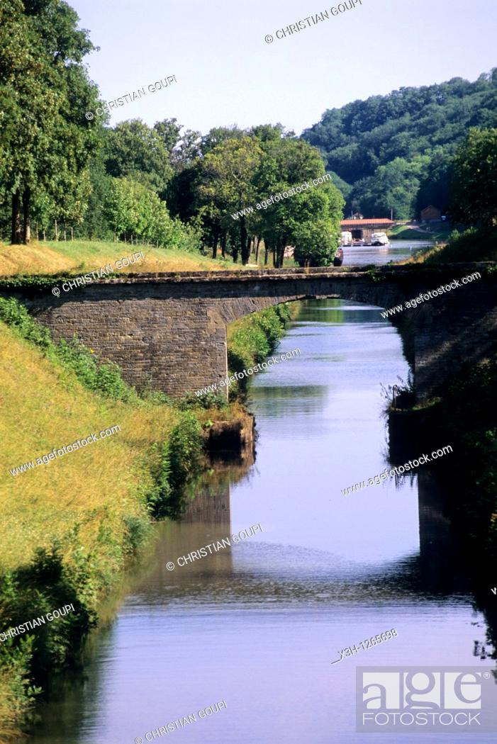 Stock Photo: Canal of Nivernais, Nievre department, region of Burgundy, center of France, Europe.