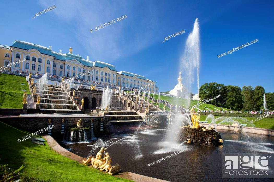 Photo de stock: Rusia , San Petersburg City, Peterhof Palace Summer Palace W H  , Garden , Fountains.