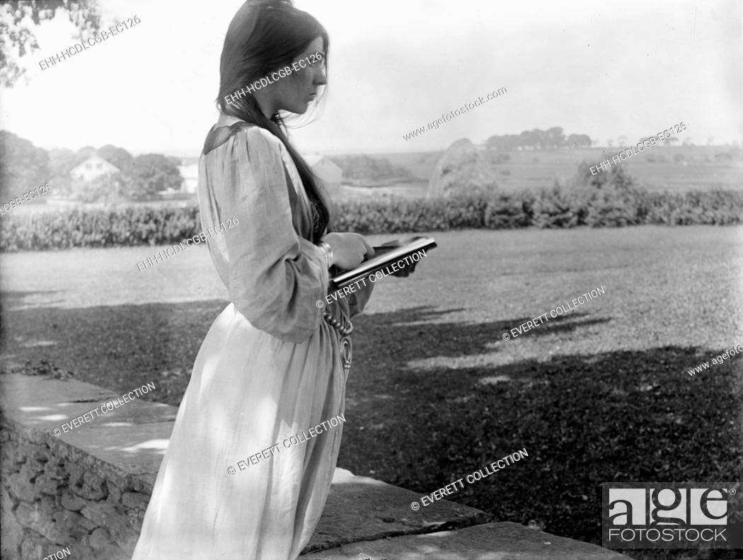 Stock Photo: Beatrice Baxter Ruyl, original title: 'The Sketch, posed by Beatrice Baxter in Newport, Rhode Island', photograph by Gertrude Kasebier, 1902.
