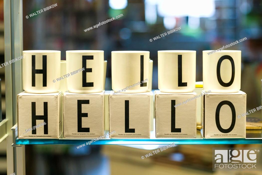Photo de stock: Canada, Ontario, Toronto, cups spelling Hello.