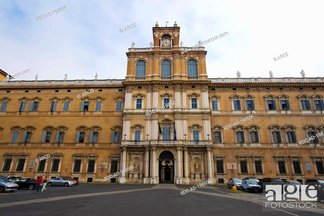 Imagen: Palazzo Ducale, former Palace of dukes of Modena, Modena, Emilia-Romagna, Italy.