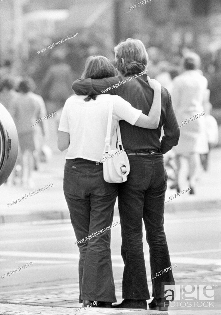 Stock Photo: Seventies, black and white photo, people, young couple, embracement, aged 16 to 20 years.