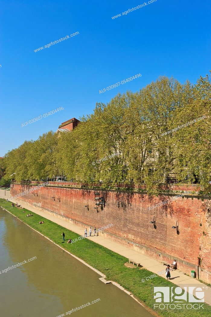 Stock Photo: France, Toulouse, [Garonne river banks] [urban scenery].