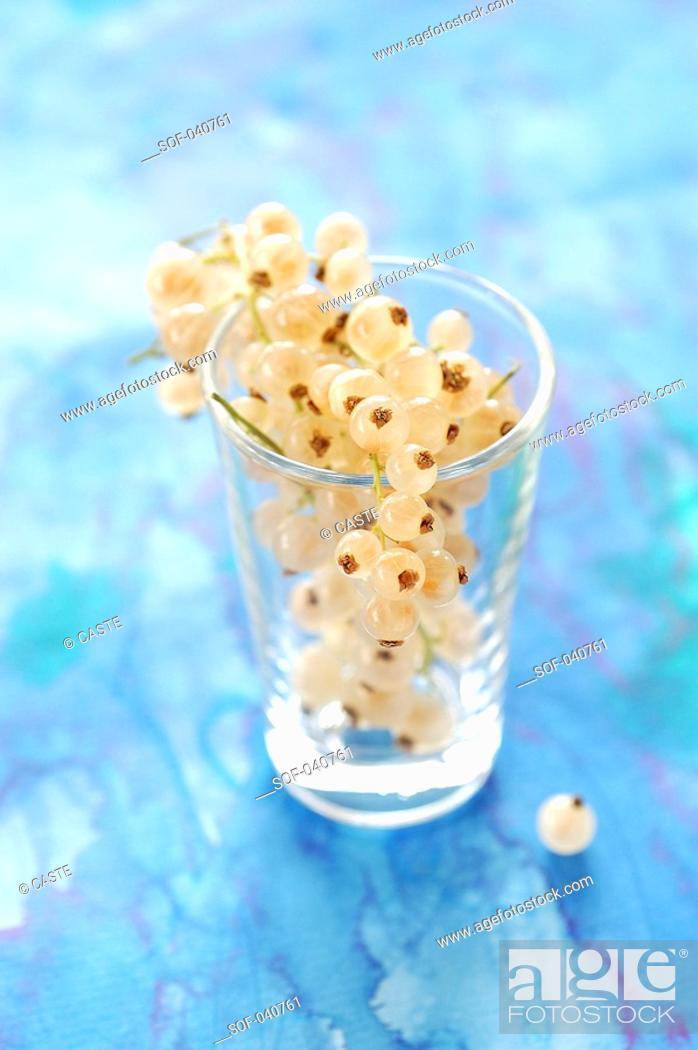 Stock Photo: whitecurrants in glass.