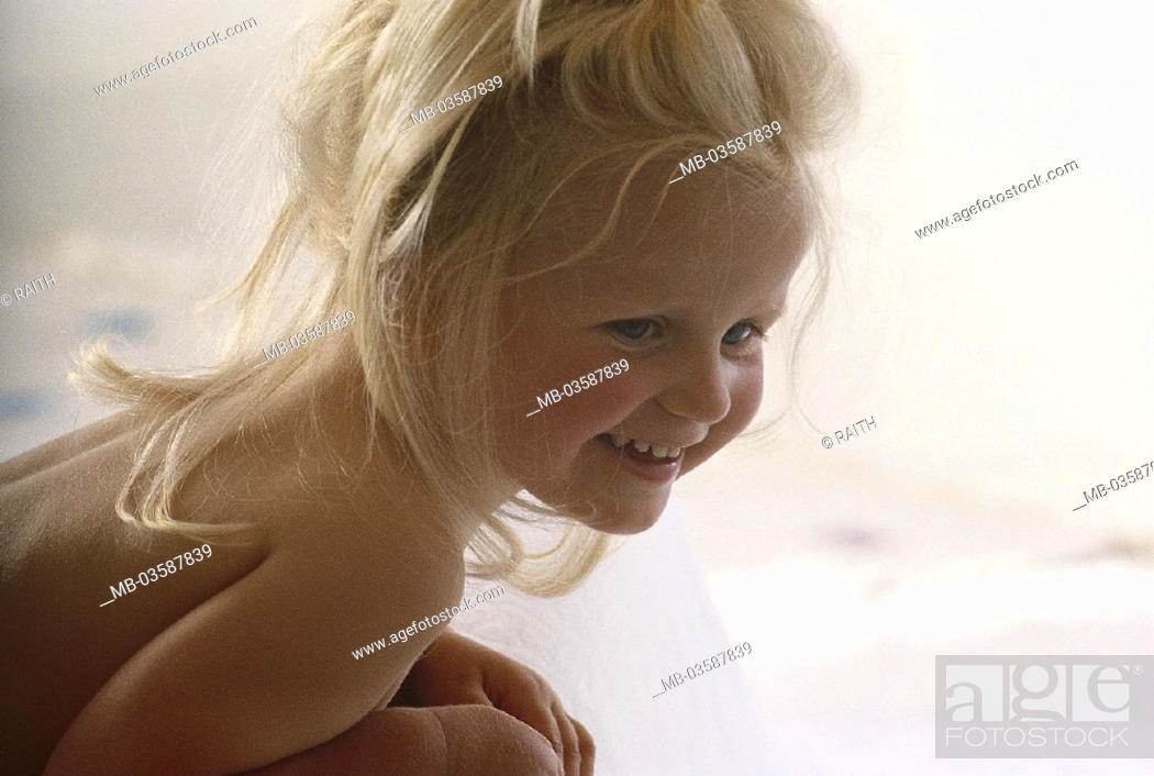 Stock Photo: Child, girls, happy, bare, crouch, indoors, childhood, child, blond, long-haired, smiles, happiness, joy, lateral.