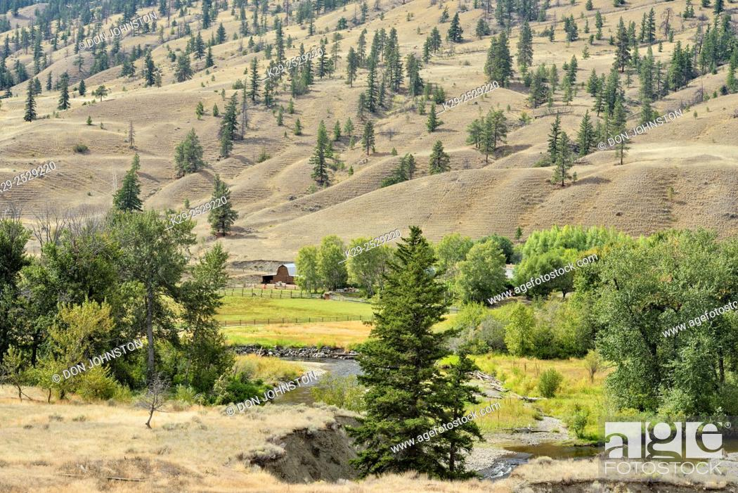 Imagen: Thompson River Valley with farm in the bottomland, , British Columbia, Canada.