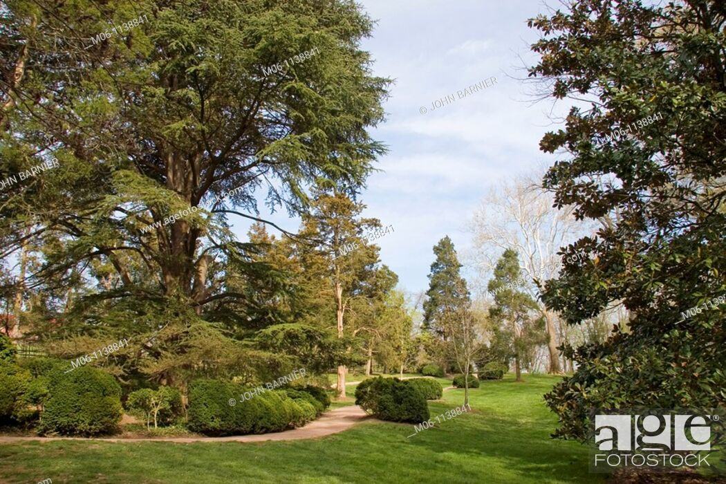 Stock Photo: The grounds of Mount Vernon, home of General George Washington.