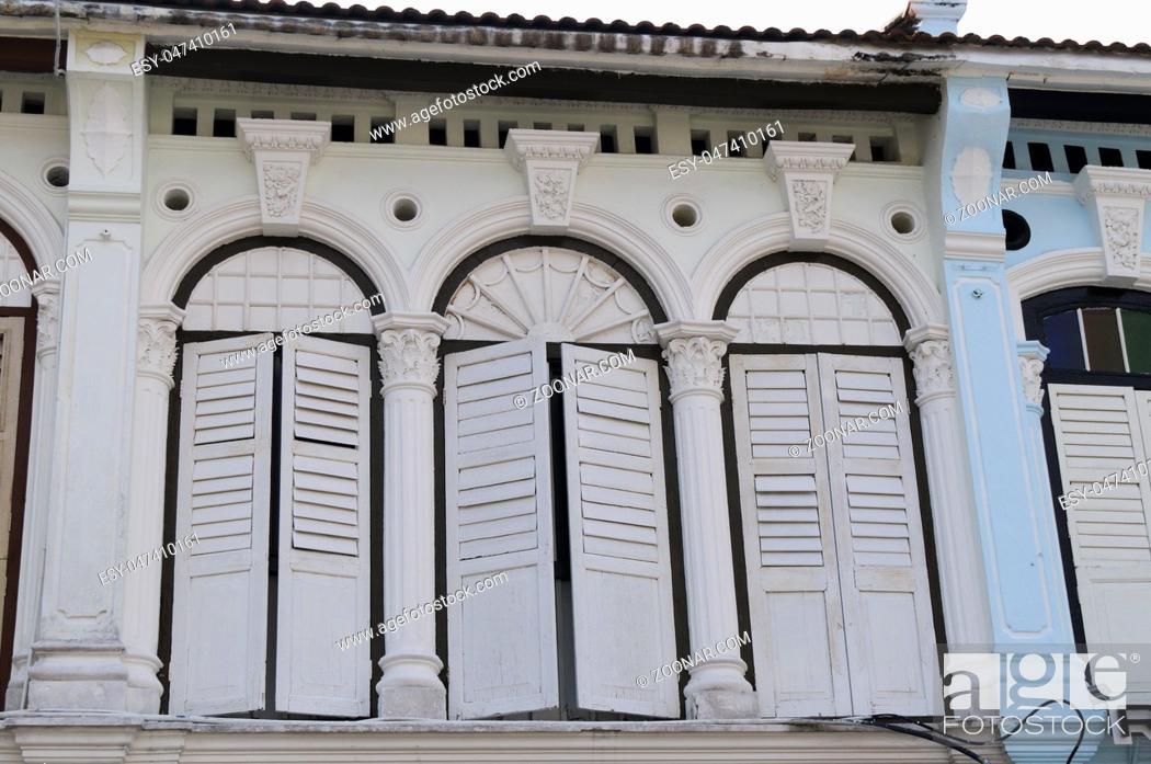Stock Photo: Fassade von altem chinesischem Geschaeftshaus in der Altstadt von George Town, Penang, Malaysia.