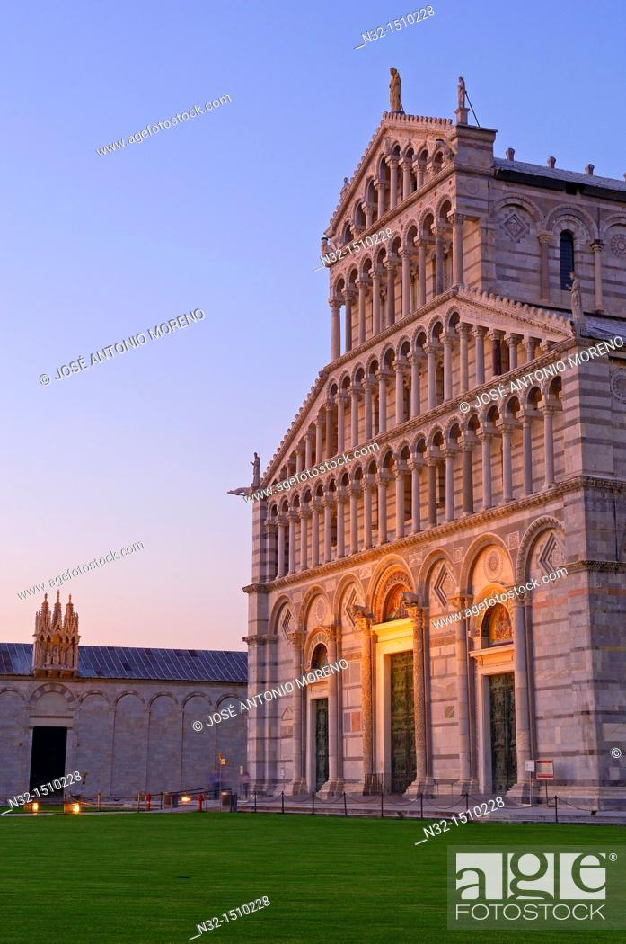 Stock Photo: Duomo cathedral, Piazza del Duomo (aka Piazza dei Miracoli), Pisa, UNESCO world heritage site, Tuscany, Italy.