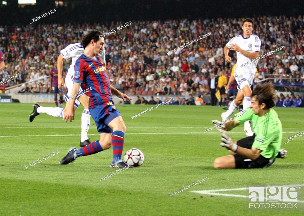 Stock Photo: Barcelona, Camp Nou Stadium, 29/09/2009, UEFA Champions League, FC Barcelona vs. FC Dynamo Kyiv, Leo Messi and goalkeeper Oleksandr Shovkovskiy.