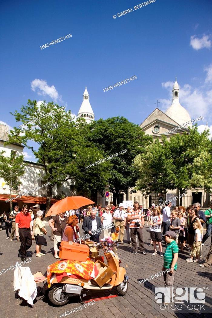 Stock Photo: France, Paris, Montmartre Hill.