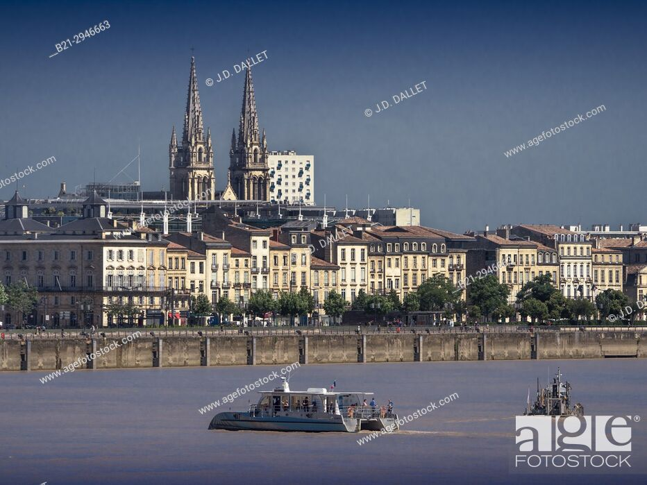 Stock Photo: France, Nouvelle aquitaine, Gironde. Garonne river at Bordeaux. Back the towers of the Chartron church.