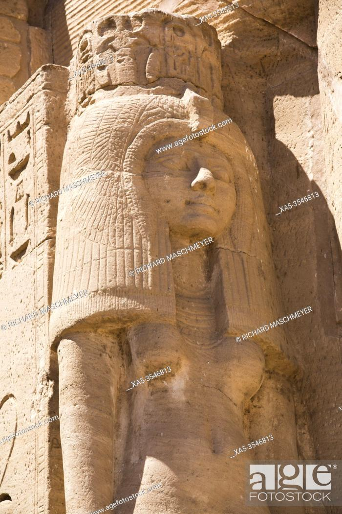 Imagen: Nefetari Statue, Ramses II Temple, UNESCO World Heritage Site, Abu Simbel, Egypt.