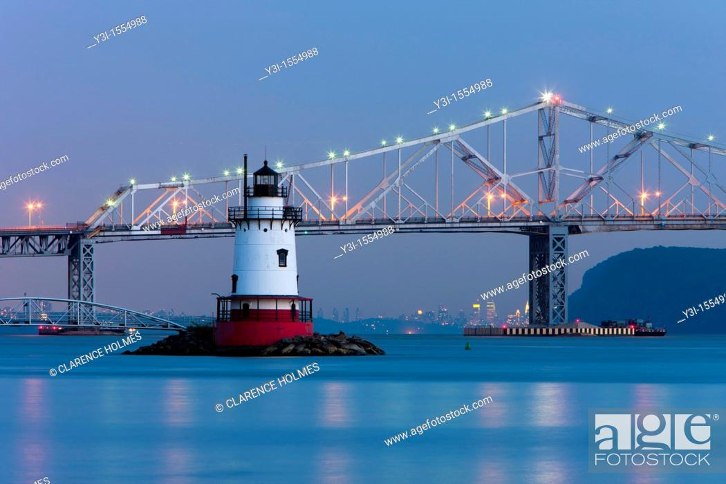 Stock Photo: Twilight view of the Tarrytown Lighthouse and Tappan Zee Bridge on the Hudson River near the village of Sleepy Hollow, New York.