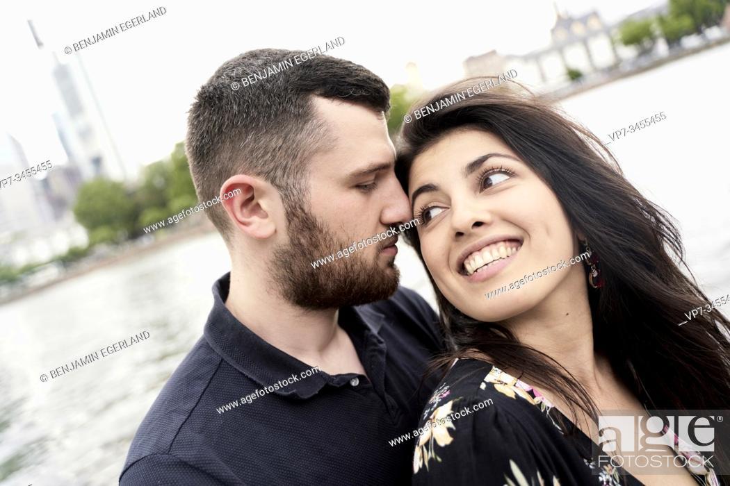 Imagen: Young couple in loving attitude. Frankfurt am Main, Germany.