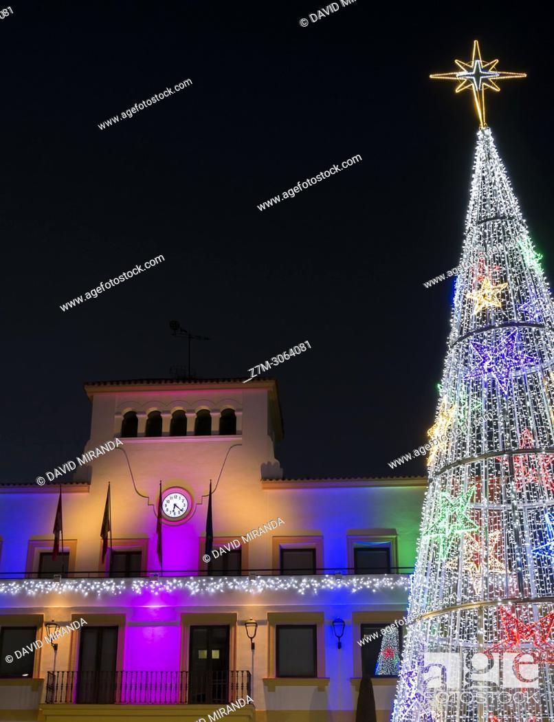 Imagen: Town hall and christmas tree. San Sebastián de los Reyes. Madrid. Spain.