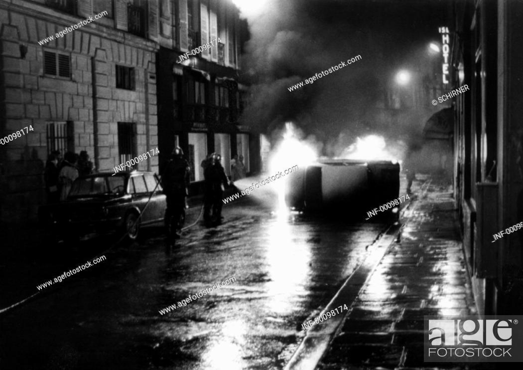 Stock Photo: Demonstration, Frankreich 1968, Studentenunruhen, im Quartier Latin, 7.5.1968, Feuerwehr löscht ein brennendes Auto  Zerstörung, Verwüstung, Unruhen, Politik.