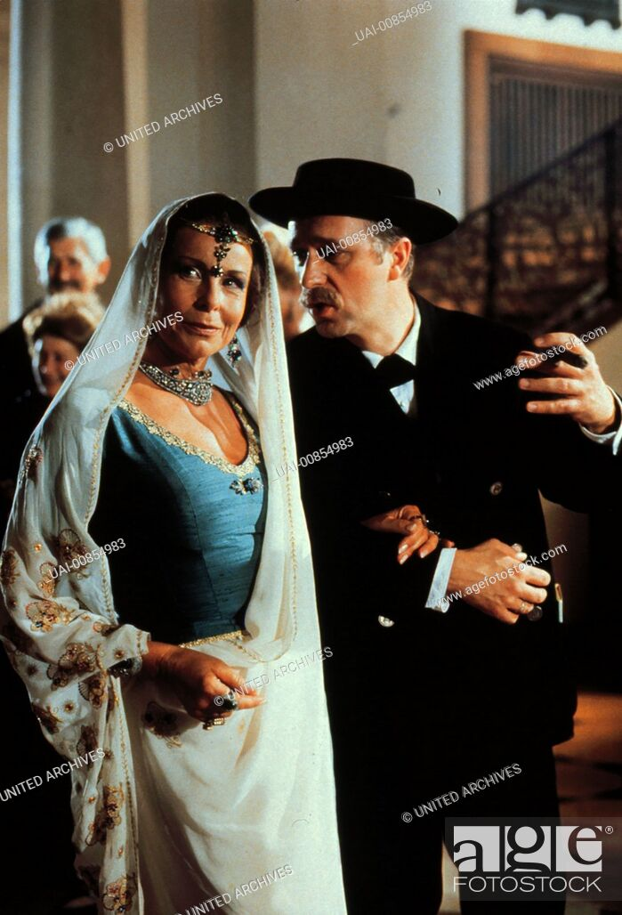 Stock Photo: Szene mit JOANA FRIEDRICH - Maharani von Indora GERD ANTHOFF - Josef Filser aka. NÜrdlich der Donau / JOSEF FILSER.