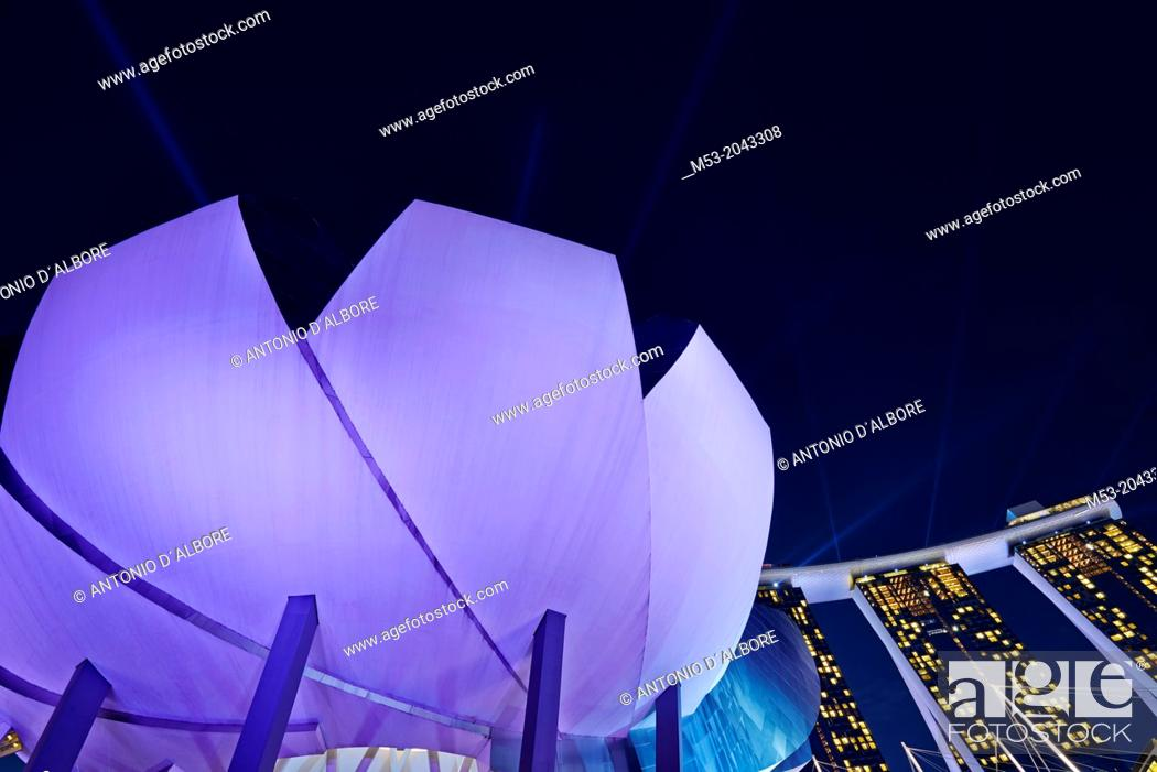 Stock Photo: The flower-shaped Art Science Museum located in the Marina Bay Sands Complex. In the background the Marina Bay Sands Hotel. Singapore.