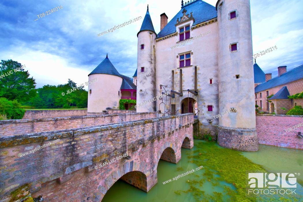 Imagen: france, loiret, chamerolles : 16 th century castle.