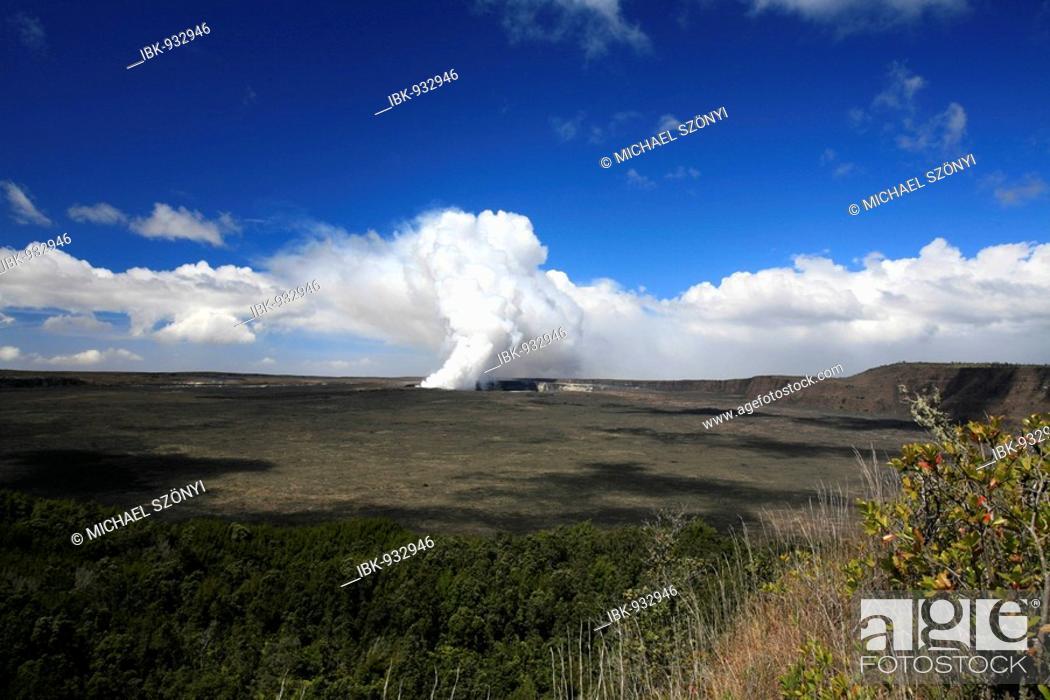 Stock Photo: Crater in the Volcanoes National Park, Kilauea Volcano, Big Island, Hawai'i, Hawaii, USA.