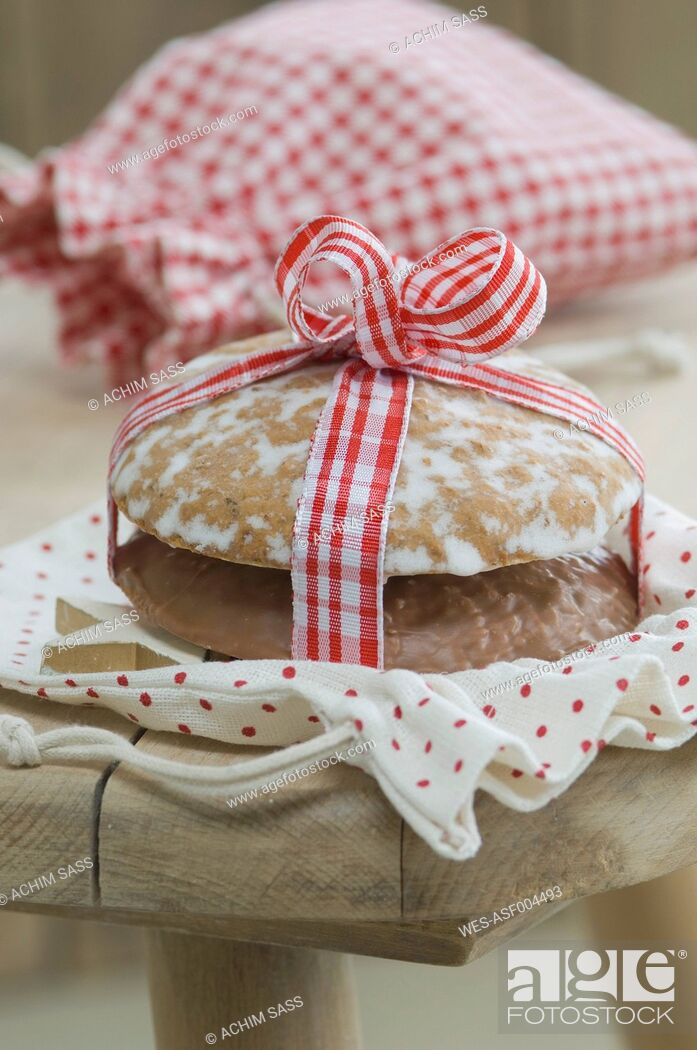 Stock Photo: Lebkuchen and gingerbread with christmas sack, close up.