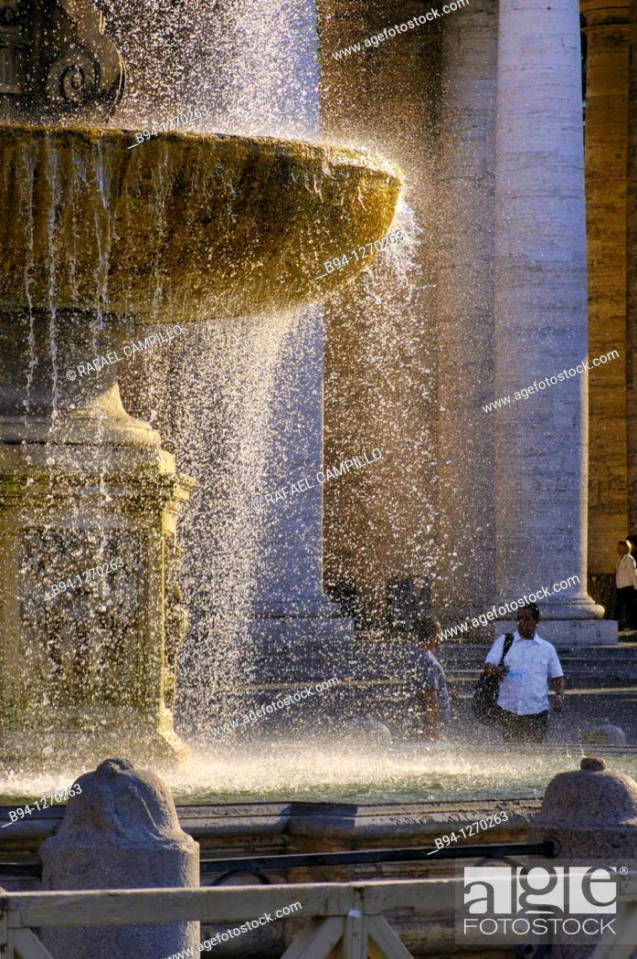Stock Photo: St. Peter's square and St. Peter's Basilica. Carlo Maderno's Fountain, 1612- 1614. Vatican city. Rome, Italy.