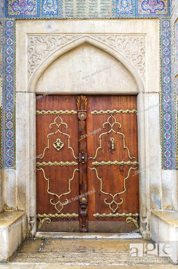 Stock Photo: Nasir-ol-Molk Mosque or Pink Mosque, Door, Shiraz, Fars Province, Iran, Asia.
