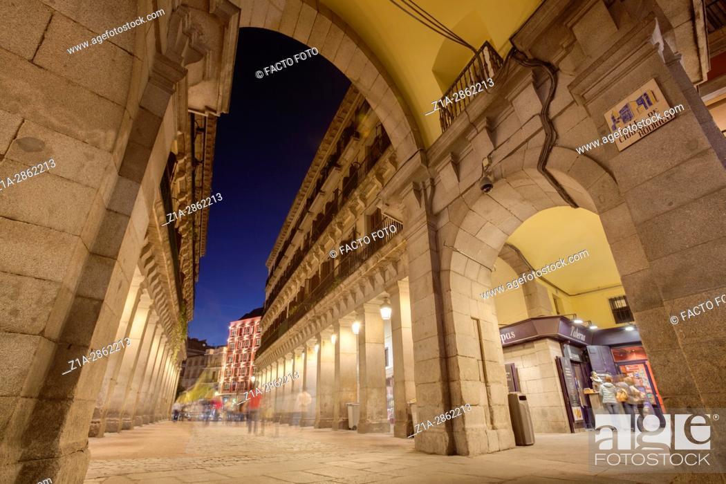 Imagen: Ciudad Rodrigo street, one of the entrances to Plaza Mayor. Madrid, Spain.