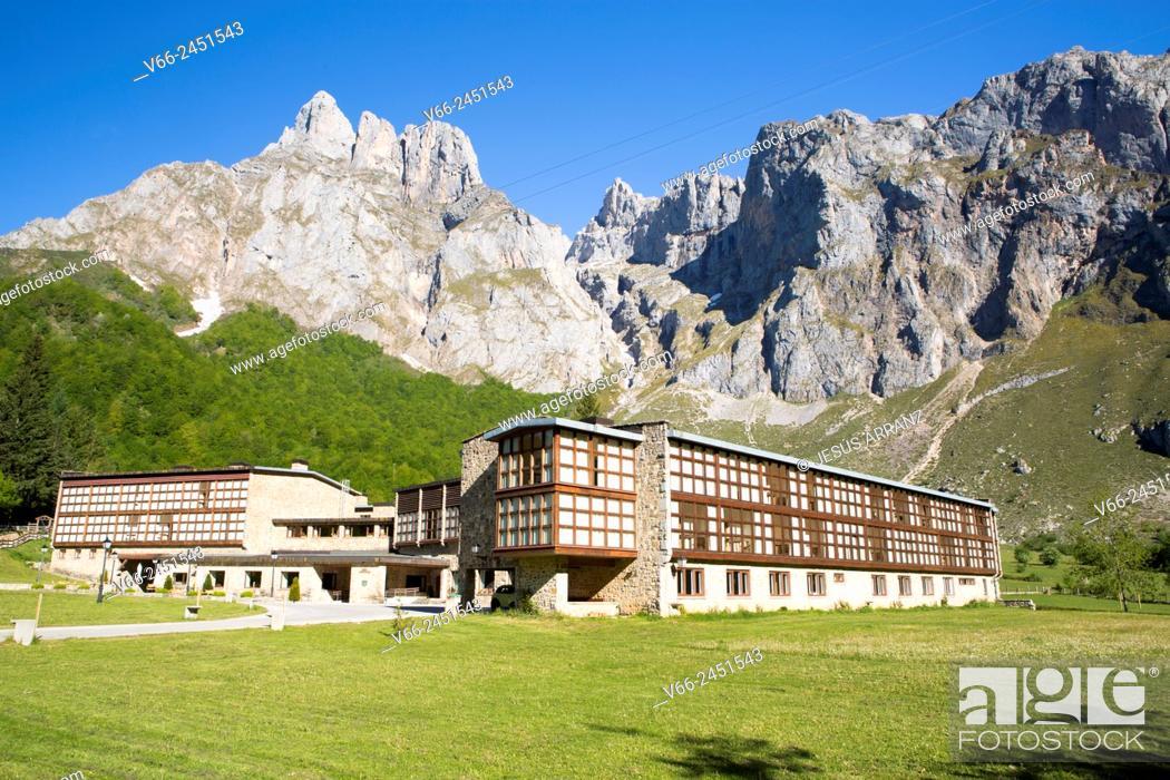 Imagen: Parador nacional de Fuente Dé en los Picos de Europa.