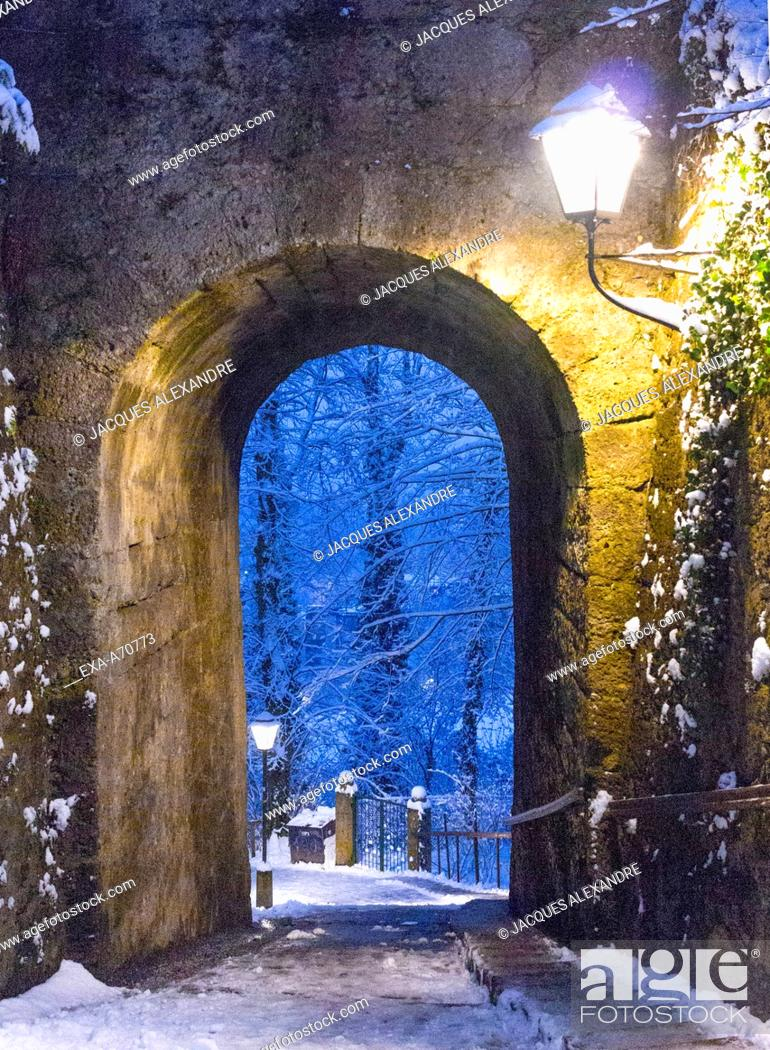 Imagen: Austria, Salzburg, tunnel at night.