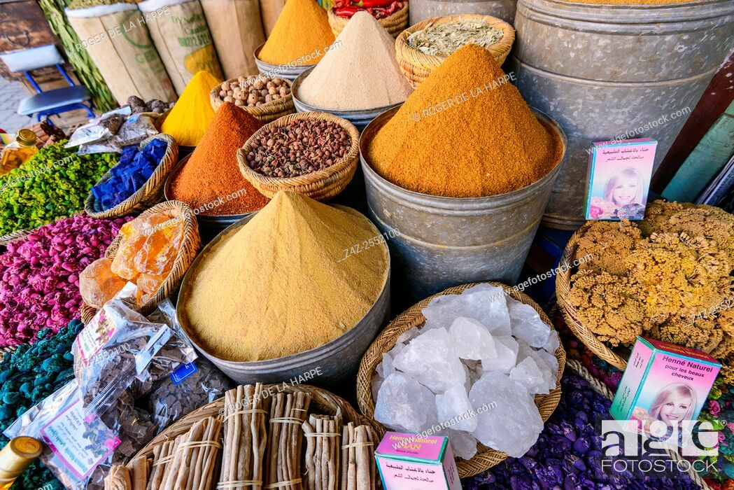 Imagen: Spices for sale at the Marrakesh Souk near the Jemaa el-Fnaa or Djemaa el Fna Square. Marrakesh or Marrakech. Morocco.