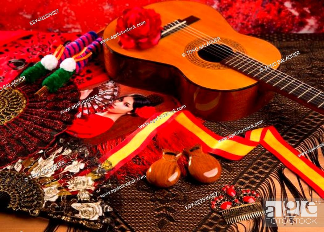 Imagen: Cassic spanish guitar with flamenco elements.