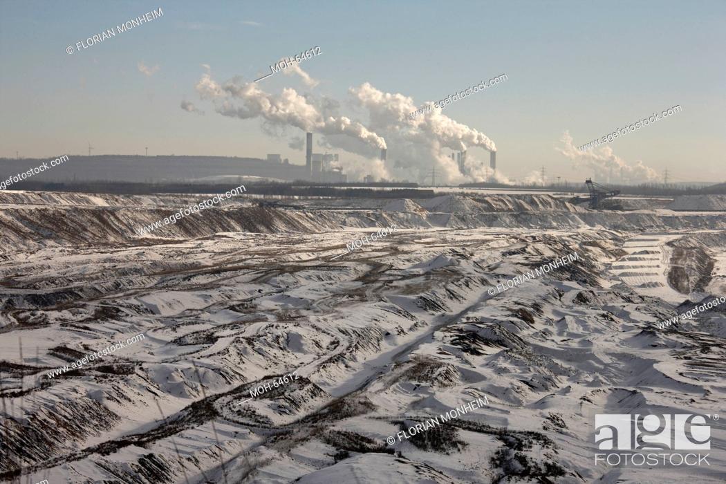 Imagen: Landschaft im Schnee, Im Hintergrund Kraftwerk.