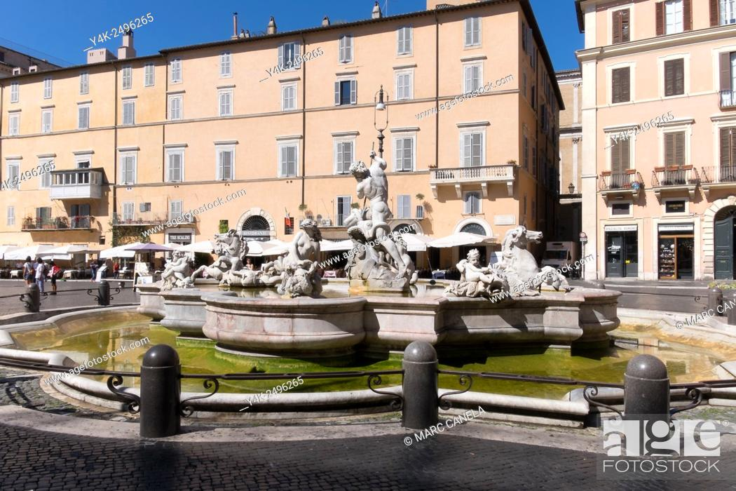 Stock Photo: Europe, Italy, Roma, Piazza Navona. Piazza Navona is a piazza in Rome, Italy. It is built on the site of the Stadium of Domitian, built in 1st century AD.