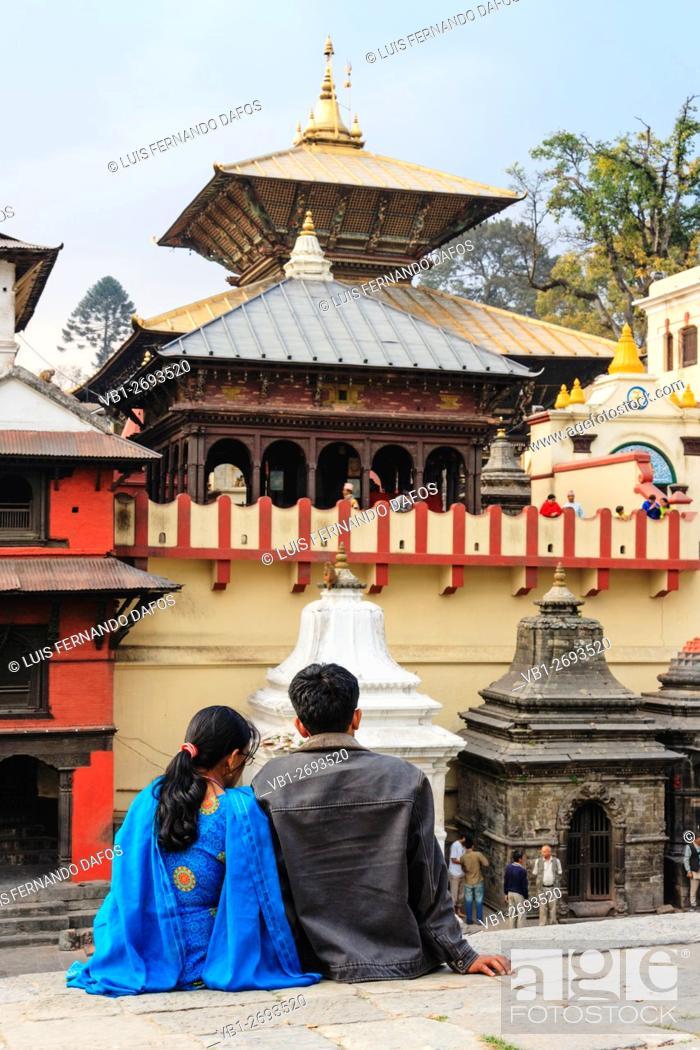Imagen: Nepali couple at Pashupatinath temple, Kathmandu, Nepal.