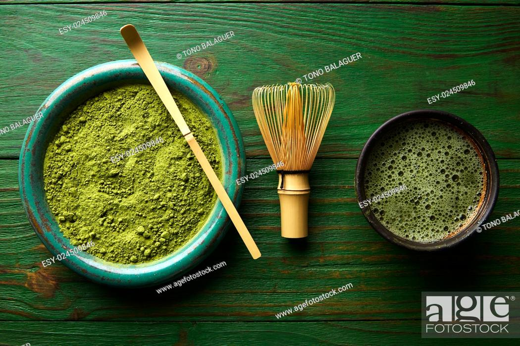 Photo de stock: Matcha tea powder bamboo whisk chasen and spoon for japanese ceremony.