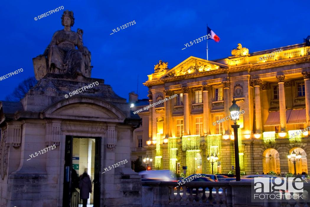 Stock Photo: Paris, France, Deluxe Hotel, Hotel de Crillon, Place de la Concorde, Lit up with Christmas Decorations at night  Monument on Place de la Concorde.