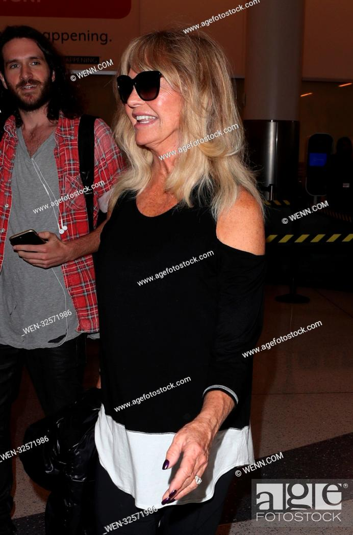 Imagen: Goldie Hawn at Los Angeles International Airport (LAX) Featuring: Goldie Hawn Where: Los Angeles, California, United States When: 01 Nov 2017 Credit: WENN.