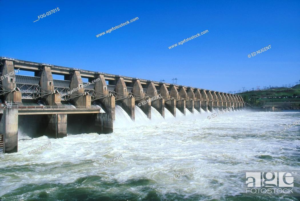 Stock Photo: Water flowing through dam.