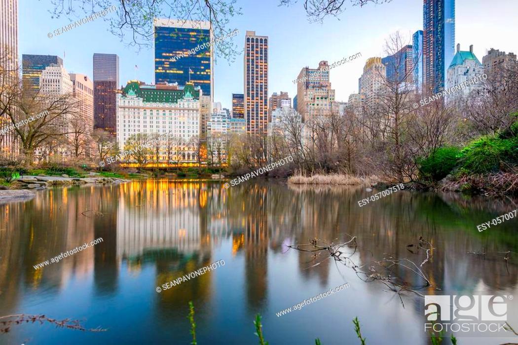 Stock Photo: Central Park, New York, New York, USA cityscape at twilight.