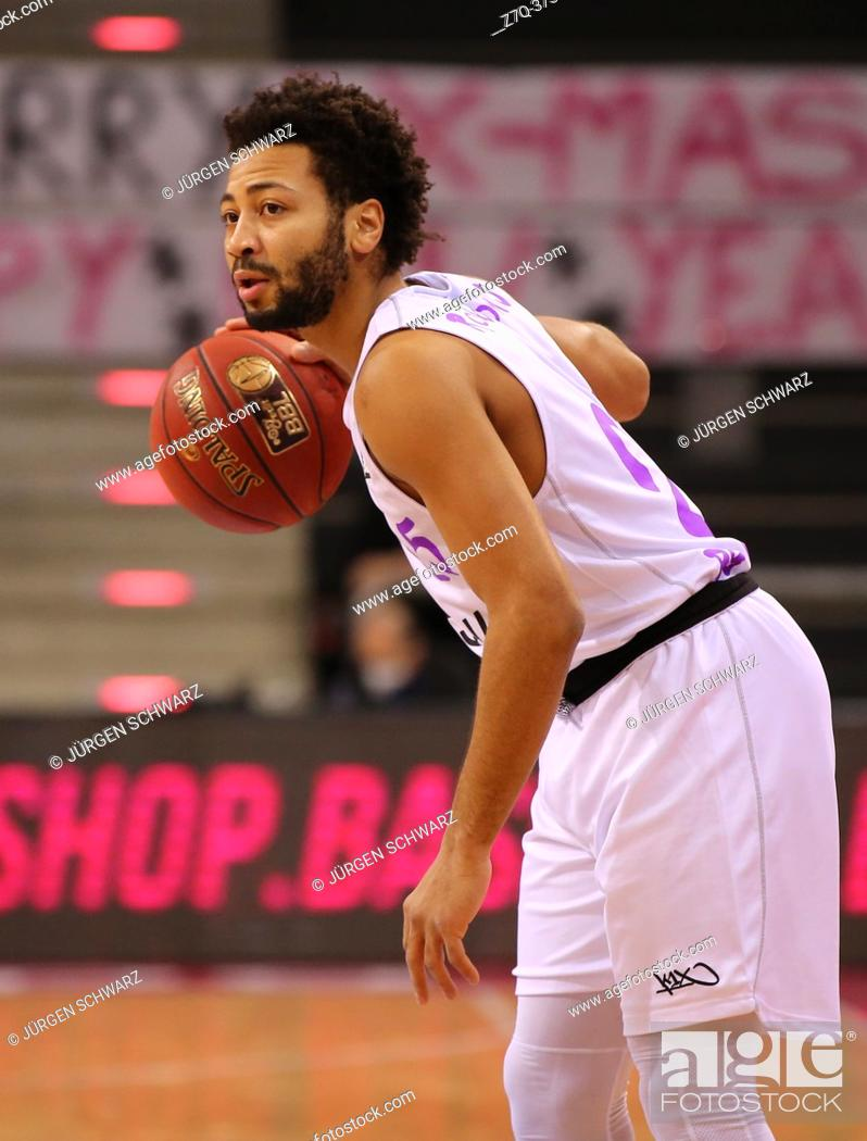 Stock Photo: Bonn, Germany, 27. 12. 2020, Telekom Dome, Basketball Bundesliga, Telekom Baskets Bonn vs BG Goettingen: Galen Robinson Jr (Goettingen) controls the ball.